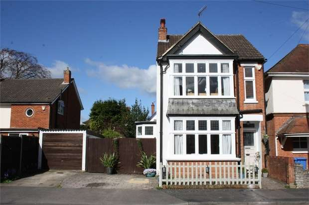 4 Bedrooms Detached House for sale in Upper St Michaels Road, ALDERSHOT, Hampshire