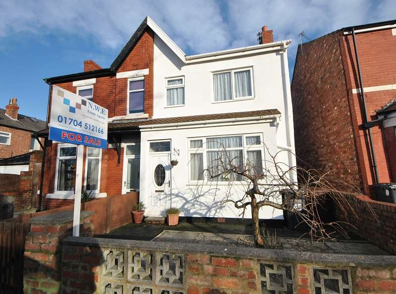 3 Bedrooms Semi Detached House for sale in Hawthorne Grove, Southport, Merseyside. PR9 7AA