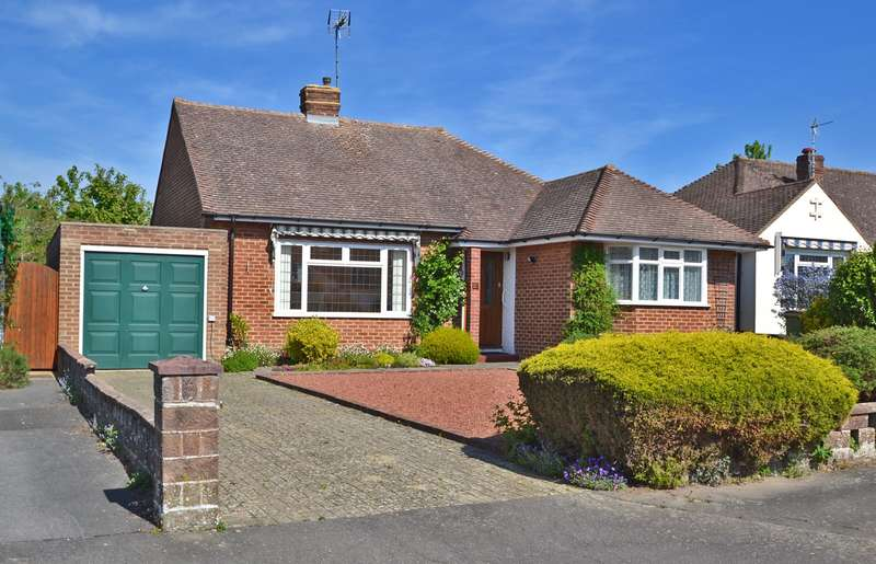 2 Bedrooms Detached Bungalow for sale in Fay Road, Horsham, West Sussex, RH12