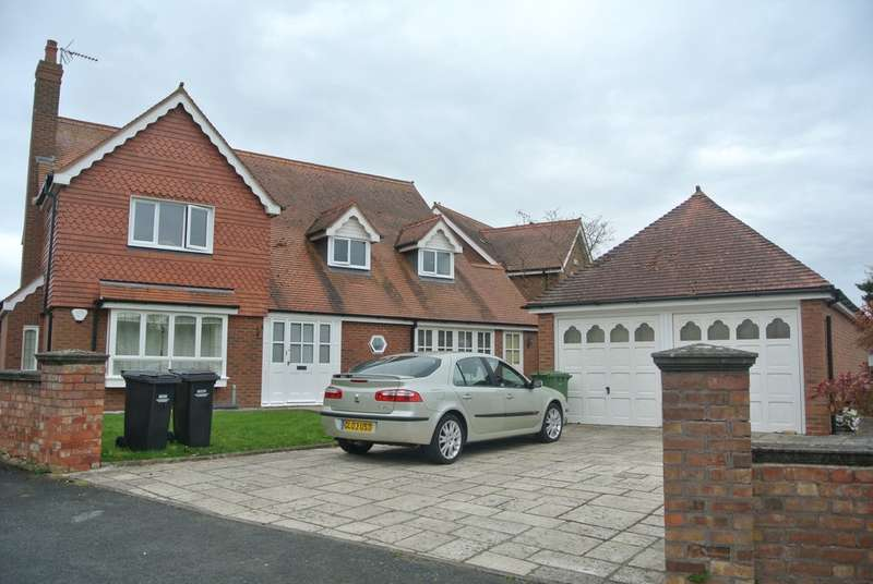 7 Bedrooms Detached House for sale in Prince Henrys Close, Evesham