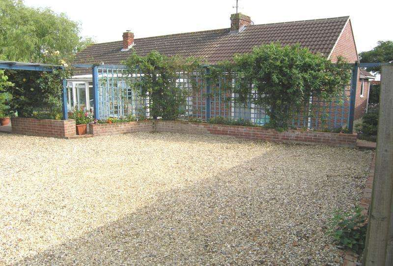 4 Bedrooms Detached Bungalow for sale in Millers Field