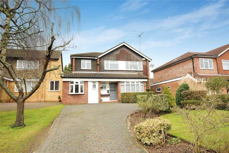 4 Bedrooms Detached House for sale in Magnaville Road, Bushey Heath, Bushey, WD23