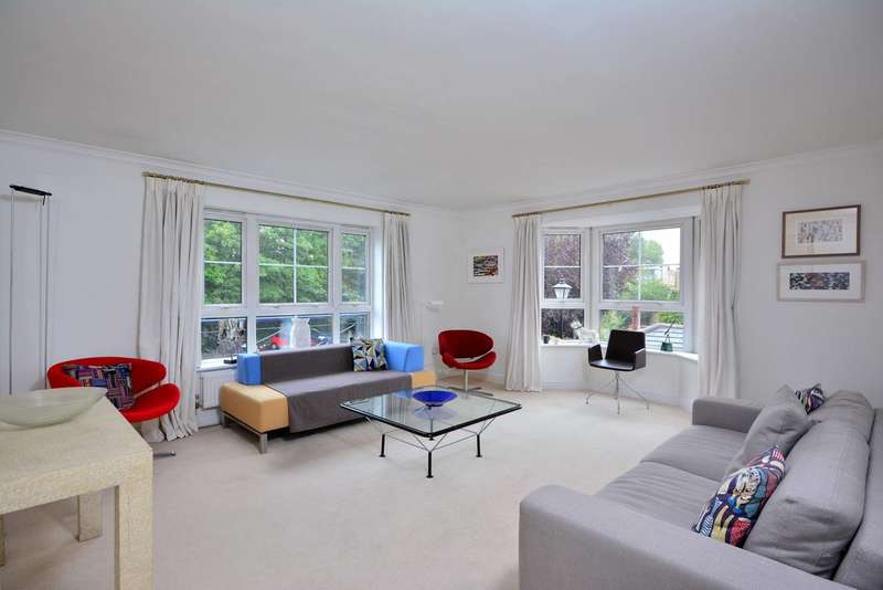 2 Bedrooms Flat for sale in Gwynne Close, Chiswick, W4