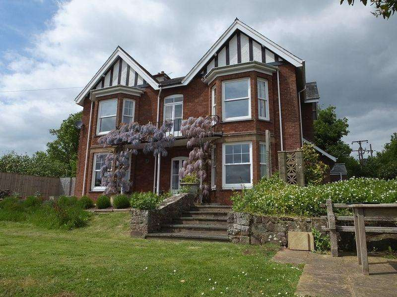 5 Bedrooms Detached House for sale in Alexandra Way, Crediton