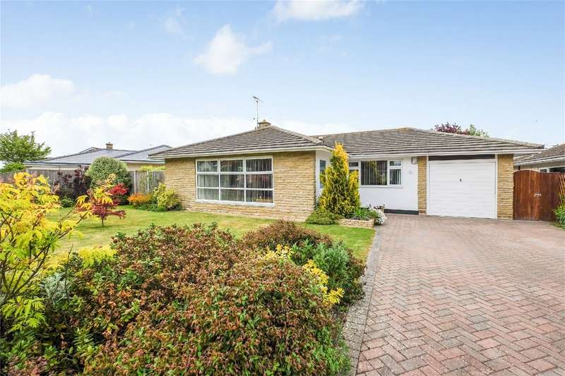 3 Bedrooms Detached Bungalow for sale in Woodvale Avenue, Chestfield, WHITSTABLE, Kent