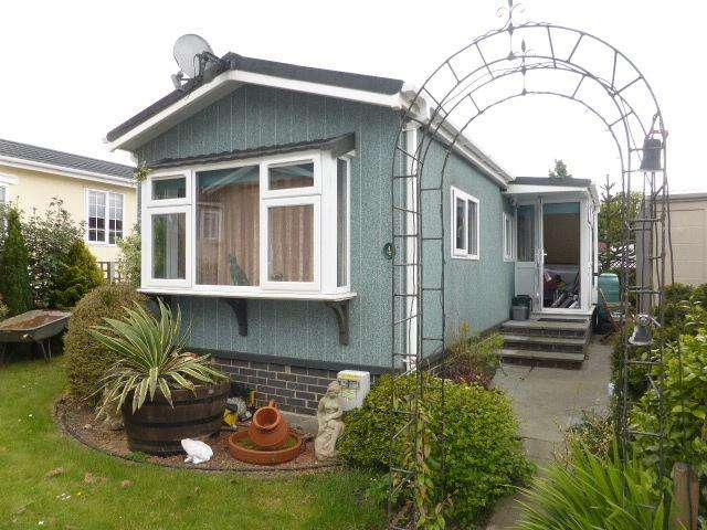 1 Bedroom Park Home Mobile Home for sale in Tadworth