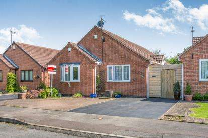 3 Bedrooms Bungalow for sale in Harrington Close, Gedling, Nottingham, Nottinghamshire