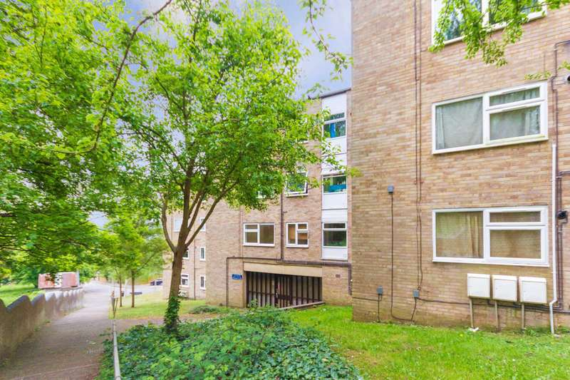 1 Bedroom Flat for sale in Pheasant Close, Berkhamsted