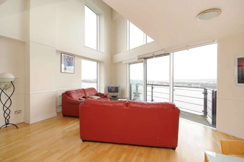 2 Bedrooms Flat for sale in Hull Place, Royal Docks, E16