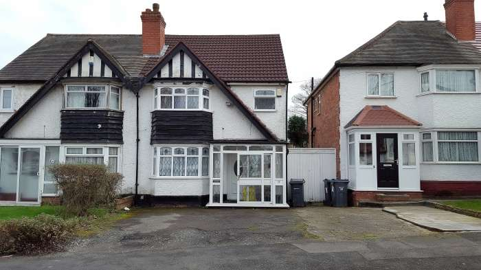 3 Bedrooms Semi Detached House for sale in Copthall Rd, Handsworth B21