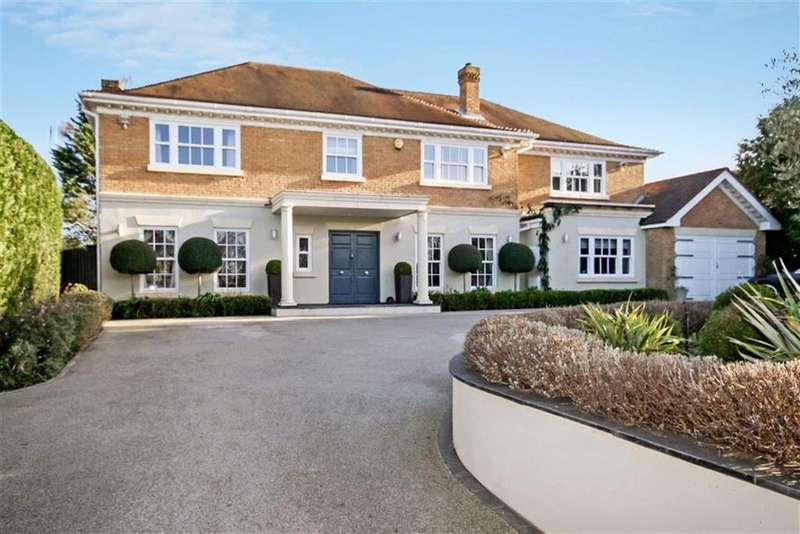5 Bedrooms Detached House for sale in Golf Side, South Cheam