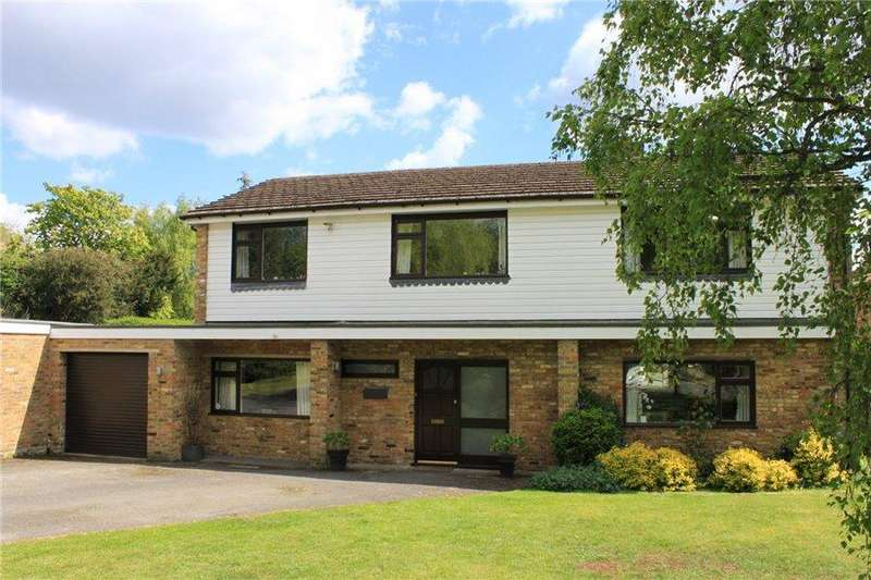 5 Bedrooms Detached House for sale in Yarrowside, Little Chalfont, Amersham, Bucks HP7