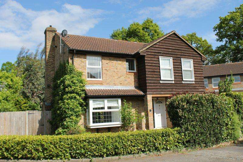 4 Bedrooms Detached House for sale in Burpham