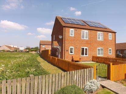 2 Bedrooms Semi Detached House for sale in Silver Street, Theddlethorpe, Mablethorpe, Lincolnshire