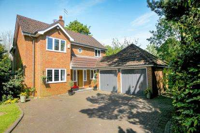 5 Bedrooms Detached House for sale in Highfield Road, Hazel Grove, Stockport, Cheshire