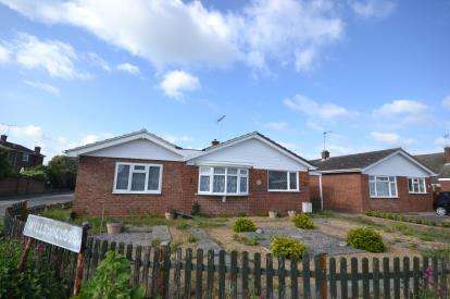 3 Bedrooms Bungalow for sale in Burnham-on-Crouch, Essex