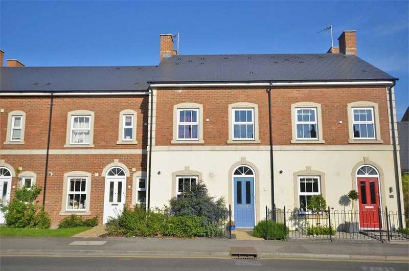 3 Bedrooms Property for sale in Hale Road, Farnham