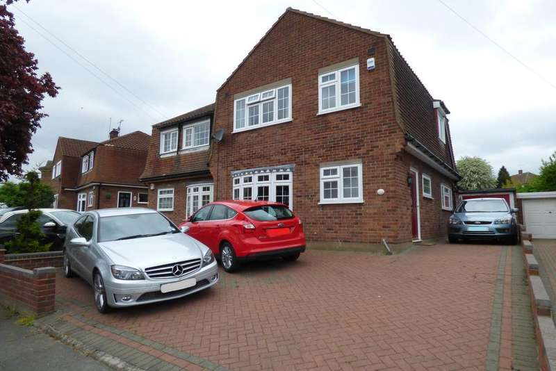 3 Bedrooms Semi Detached House for sale in Forth Road, Upminster RM14