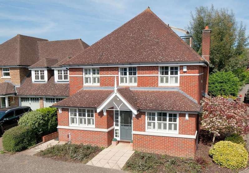 4 Bedrooms Detached House for sale in Admiral Way, Kings Hill, ME19 4EQ