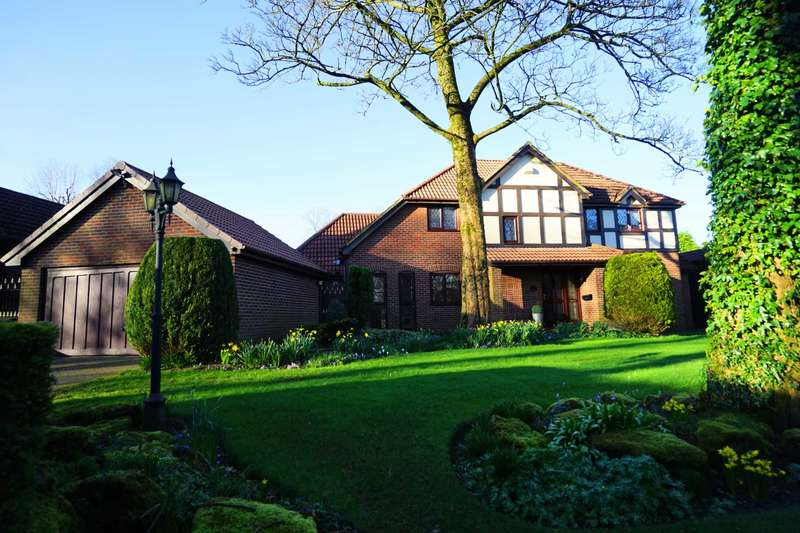 3 Bedrooms Detached House for sale in The Chase, Heaton