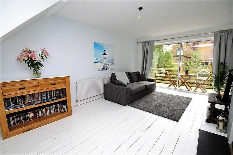 2 Bedrooms Terraced House for sale in Queens Park Road, Brighton BN2