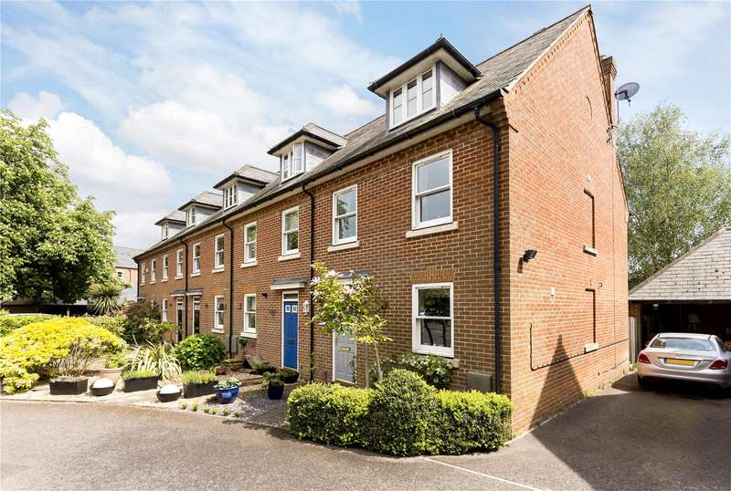 3 Bedrooms Terraced House for sale in The Sadlers, Westhampnett, Chichester, West Sussex, PO18