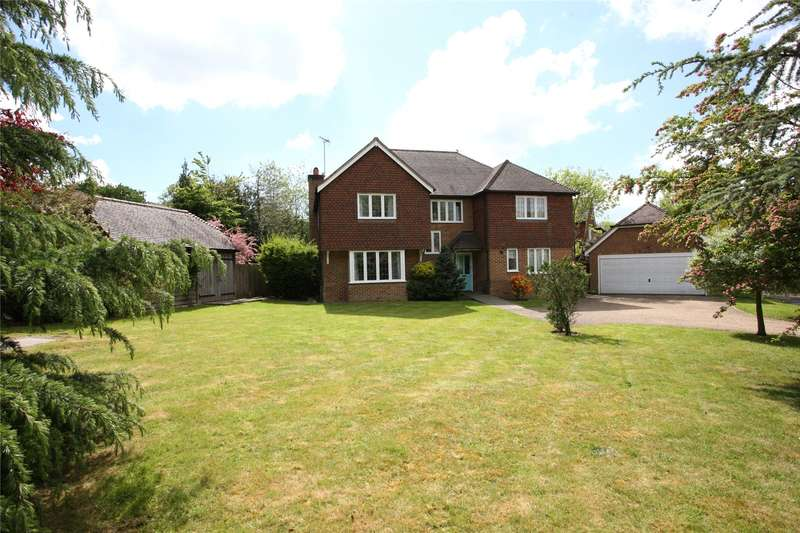 5 Bedrooms Detached House for sale in Willow Fields, Ash Green, Guildford, Surrey, GU12