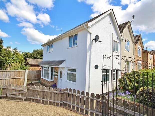2 Bedrooms End Of Terrace House for sale in Victoria Crescent, Parkstone, POOLE, Dorset