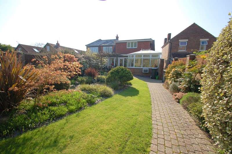 4 Bedrooms Detached House for sale in Fareham Road, Gosport