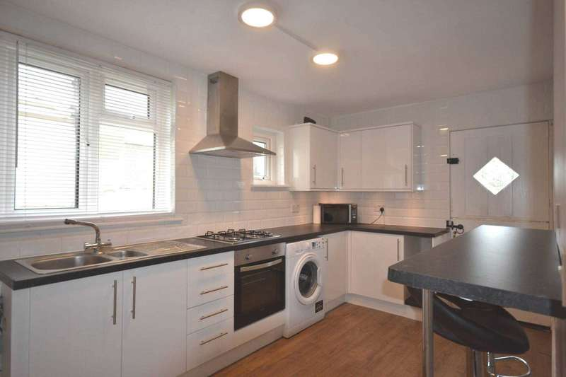 3 Bedrooms Semi Detached House for sale in New Road, Great Baddow
