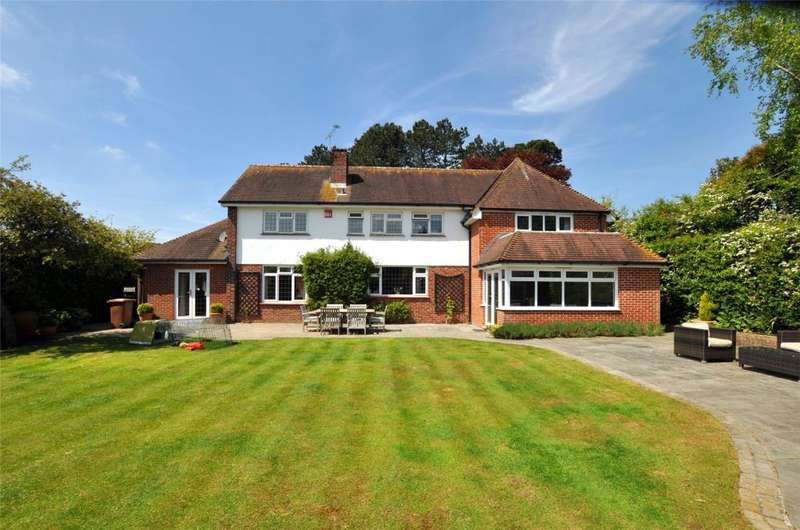 4 Bedrooms Detached House for sale in Links Lane, Rowland's Castle, Hampshire, PO9