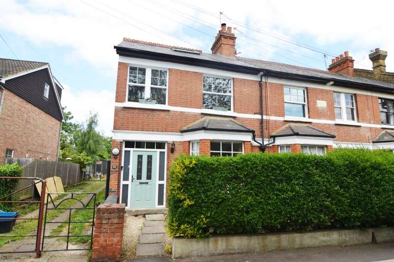 3 Bedrooms Maisonette Flat for sale in Windmill Road, Hampton Hill, TW12