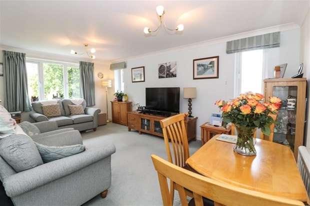 1 Bedroom Flat for sale in Somerton Road, Street