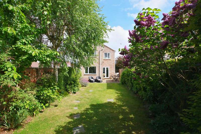 4 Bedrooms Detached House for sale in Grieves Court, Stanway, West Colchester