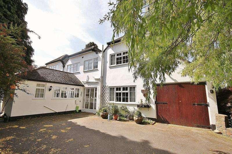 3 Bedrooms Unique Property for sale in Broadlands Drive, Warlingham