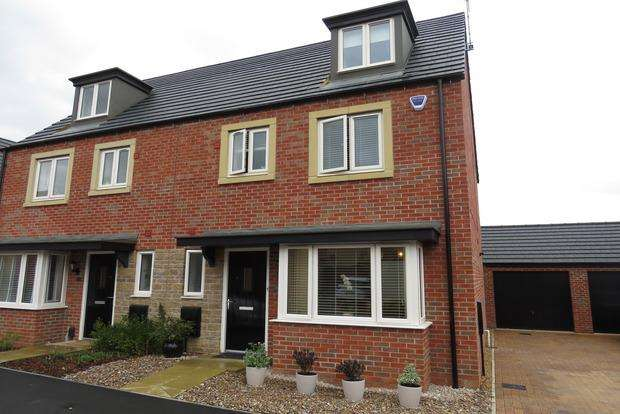 4 Bedrooms Semi Detached House for sale in Rowthorne Close, Northampton, NN5