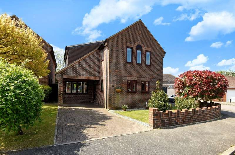 3 Bedrooms Detached House for sale in Waterside Drive, Chichester, PO19