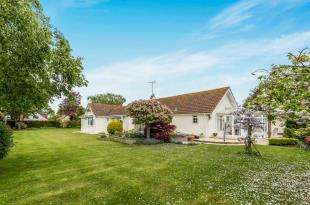 3 Bedrooms Bungalow for sale in Roundle Avenue, Felpham, Bognor Regis, West Sussex