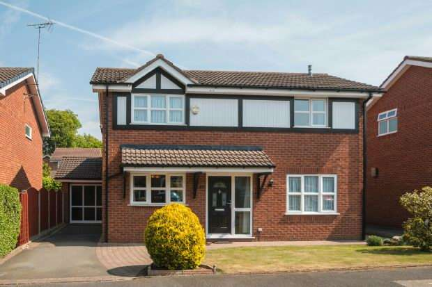4 Bedrooms Detached House for sale in Medway Crescent, Altrincham