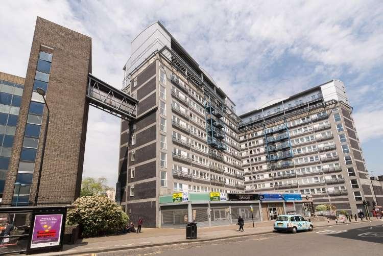 2 Bedrooms Flat for sale in Calderwood Street Woolwich SE18