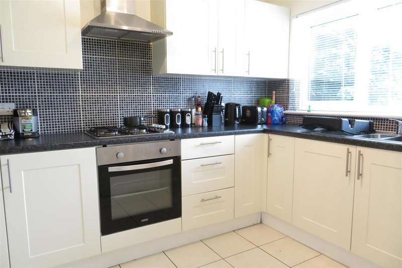 3 Bedrooms End Of Terrace House for sale in Durham Close, Reading