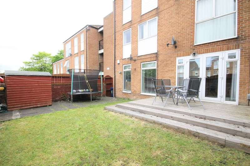 3 Bedrooms Flat for sale in Dunstanburgh Close, Washington, NE38