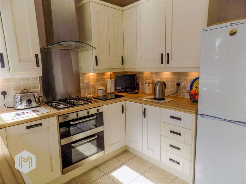 2 Bedrooms Semi Detached Bungalow for sale in Warlow Drive, Leigh, Lancashire
