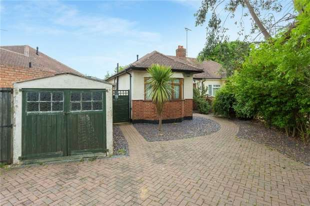 2 Bedrooms Semi Detached Bungalow for sale in Rostrevor Gardens, Iver Heath, Buckinghamshire