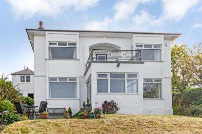 4 Bedrooms Detached House for sale in Caldwell Road, West Kilbride