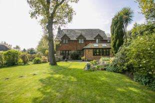 5 Bedrooms Detached House for sale in Sandy Cross, Heathfield, East Sussex