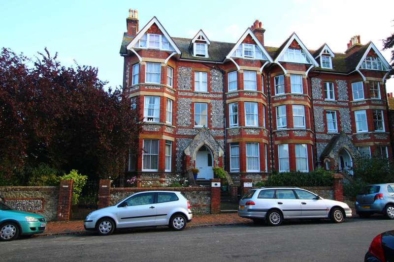 3 Bedrooms Flat for sale in Blackwater Road, Eastbourne, BN20 7DH