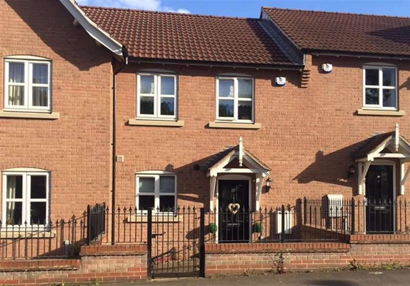 2 Bedrooms Terraced House for sale in Church Hill, Sherburn in Elmet, Leeds, LS25 6AX