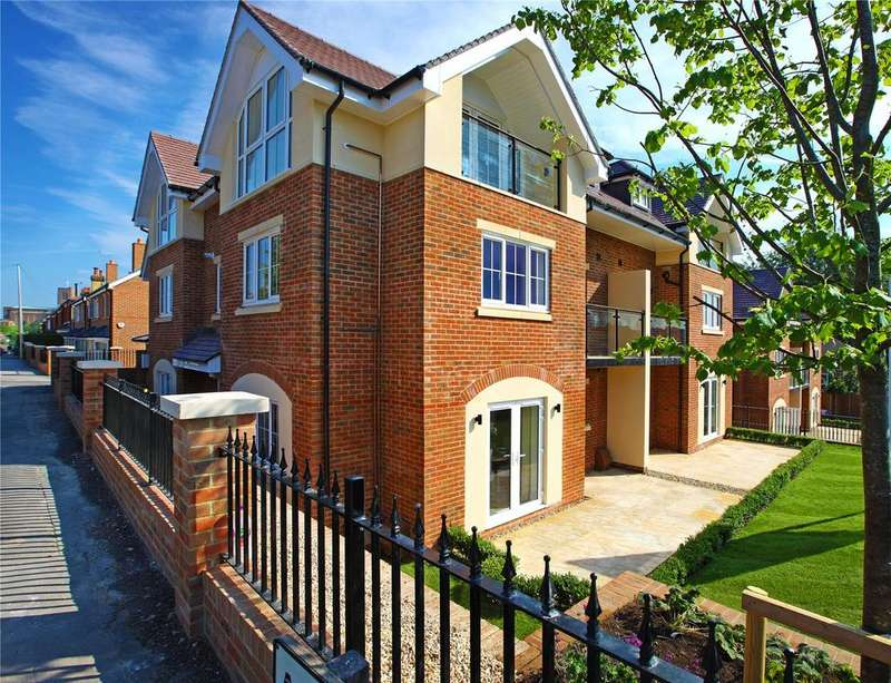 2 Bedrooms Flat for sale in The Carrolls, 67 Farnham Road, Guildford, Surrey, GU2