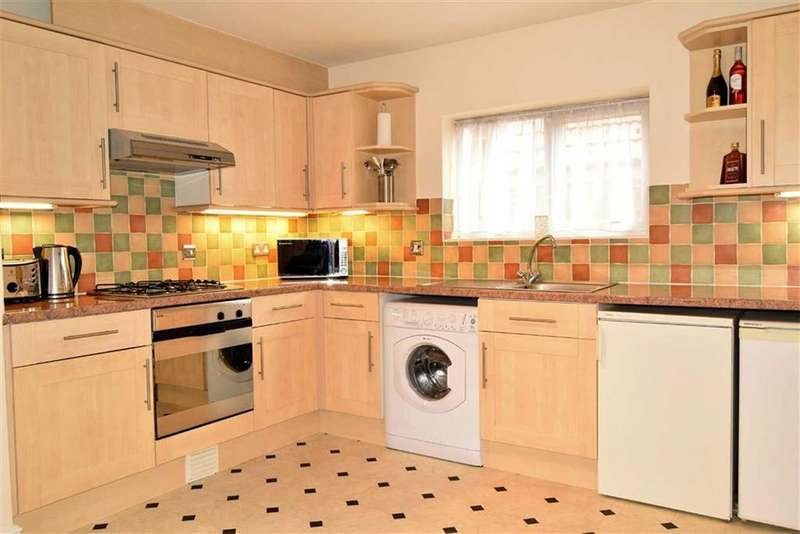 2 Bedrooms Flat for sale in Stratford Lane, Rainham, Kent, ME8